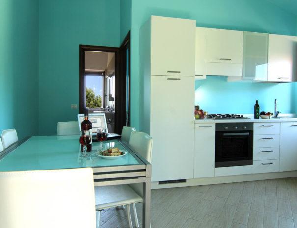 casa-tondina-cucina-azzurra